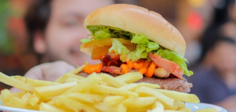 a história do hambúrguer e os tipos que você encontra no QG Jeitinho Caseiro