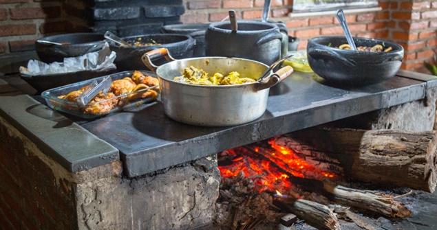 comida caseira fogão lenha